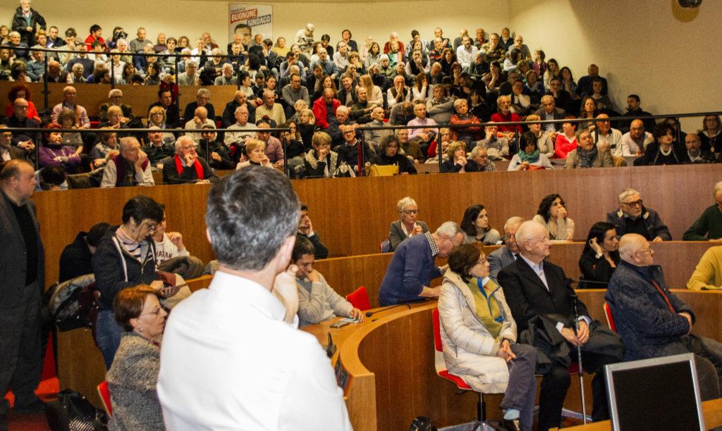 Bugnone Sindaco - Rivoli - Serata inaugurale sala gremita di persone